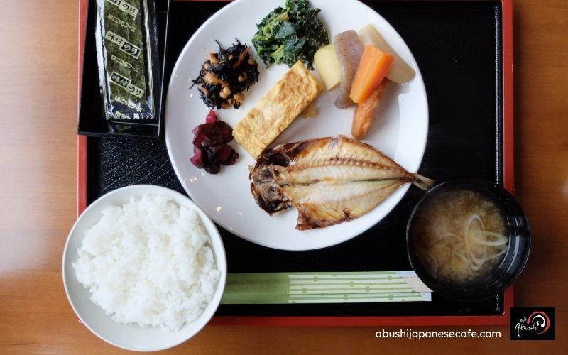 การเดินทางของ Abushi เที่ยวญี่ปุ่น อาหารแบบญี่ปุ่น ปลาย่าง